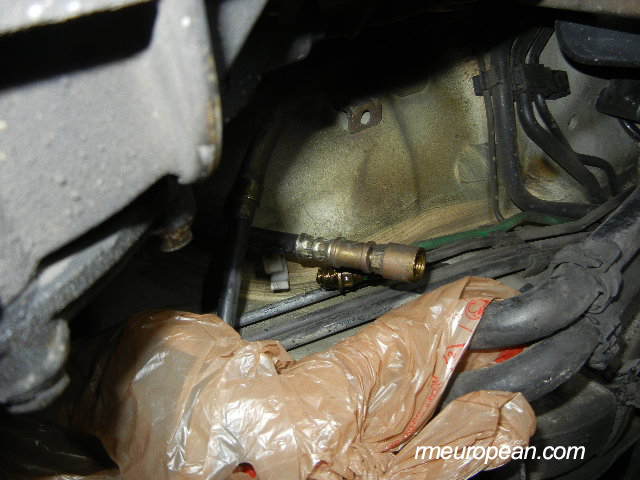 Porsche 996 Turbo Clutch Slave Cylinder Replacement - Hydraulic line disconnected