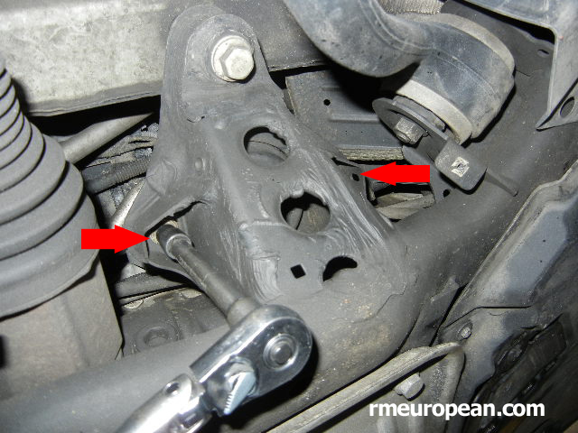 BMW E90, E91, E92 Engine mount replacement - Unbolt the engine mount