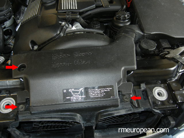BMW E46 Cooling System Overhaul - Removing Air Scoop