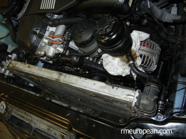 BMW E46 капитальный ремонт системы охлаждения-снятие радиатора