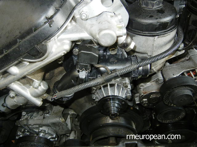 BMW E46 Cooling System Overhaul - Installing new water pump and thermostat