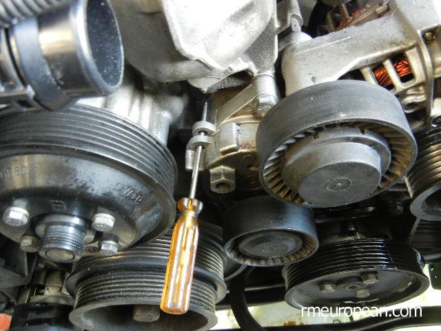 BMW E46 капитальный ремонт системы охлаждения-натяжитель ремня безопасности