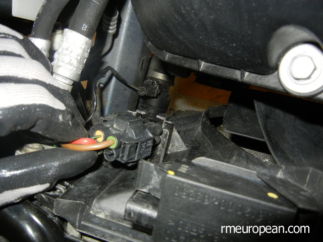 BMW E46 Cooling System Overhaul - Disconnecting Electric Fan