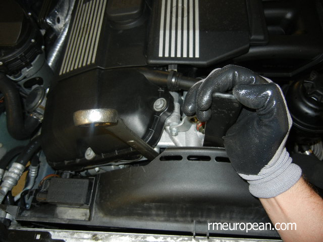 BMW E46 Cooling System Overhaul - Removing the Fan Clutch