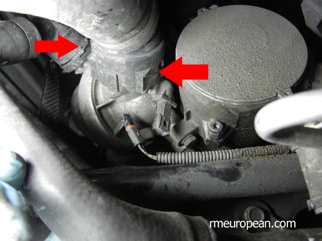 BMW E90 Disconnecting Thermostat Coolant Hoses