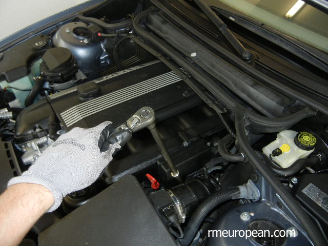 BMW E46 Unbolting the Engine Mount on the Left Side