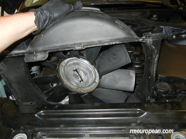 BMW E46 Power Steering Pump Replacement - removing fan shroud and fan