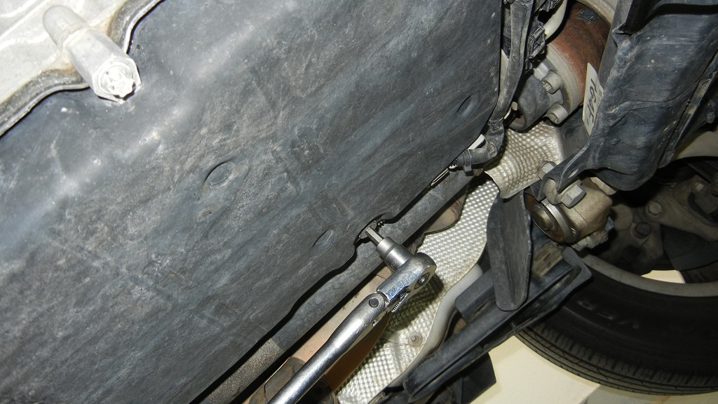 Mercedes GL450 Draining the transmission pan