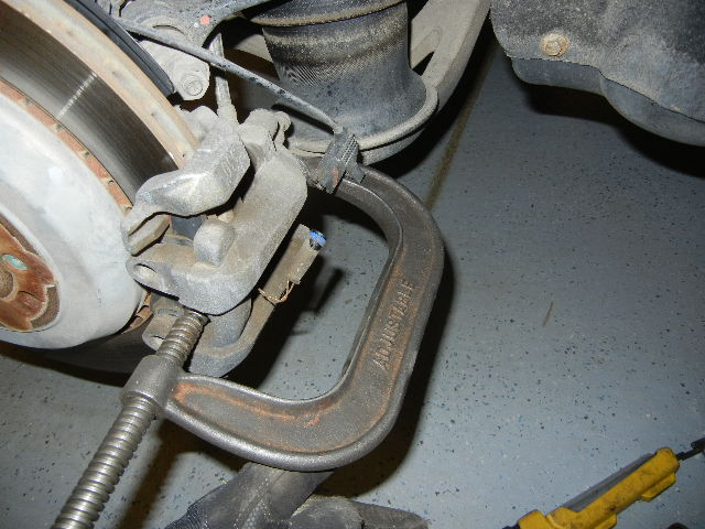 Mercedes GL450 Compressing the brake caliper piston