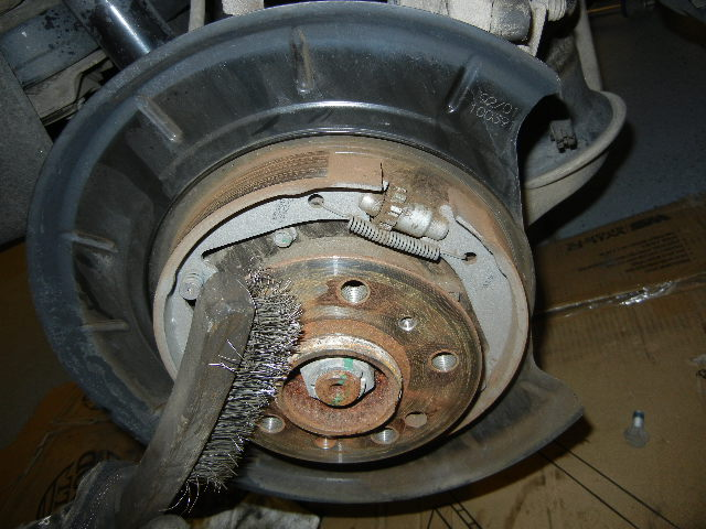 Mercedes GL450 cleaning the wheel hub.