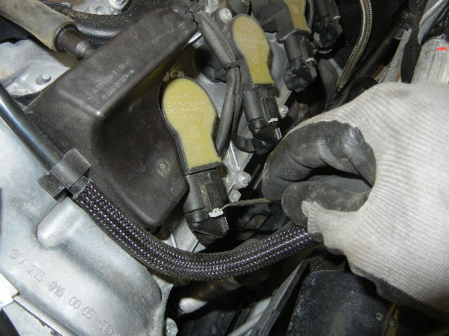 Mercedes GL450 Disconnecting the ignition coil