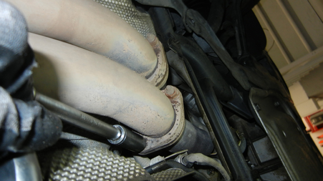 BMW 328xi E90 Removing exhaust downpipes.