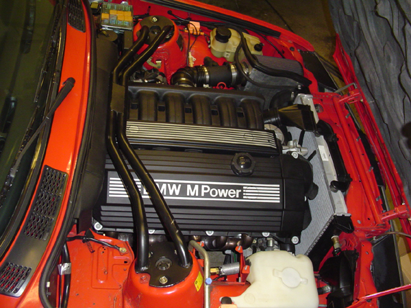 Image of S52 Engine installed in a BMW E30